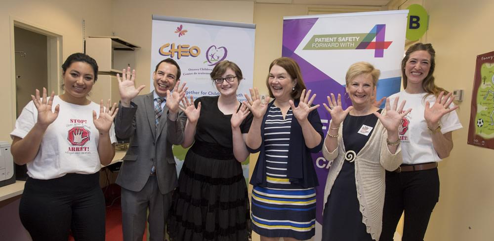 L'événement de la Journée ARRÊT! Nettoyez-vous les mains au Centre hospitalier pour enfants de l'est de l'Ontario (le 5 mai 2017)